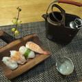 寿司と小型燗銅壺