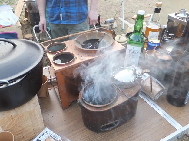 燗銅壺に火が入る