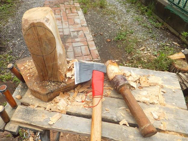 手斧で削る