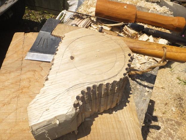 木目に対して斜めに取りました