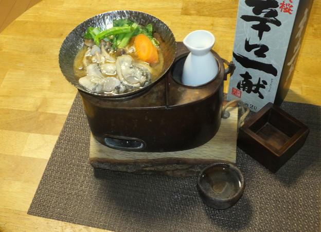 牡蠣鍋と燗銅壺