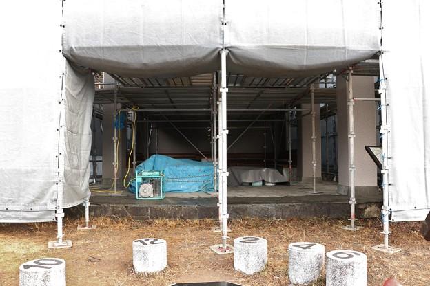 富幕山休憩舎工事中塗装は終わったようです。