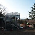 富幕山休憩舎屋根展望デッキと階段取り付け工事20日完成