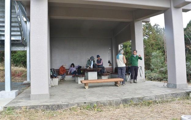 富幕山11月4日(日)山頂休憩舎