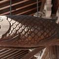 魚の形をした鳴らし物で、その形状から「魚梆」(ぎょほう)(開梆(かいばん)「魚板」(ぎょばん)「魚鼓」(ぎょこ・ぎょく)梆(ほう)とも・・