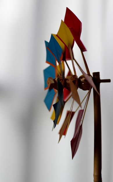 昔、天竜川堤防決壊から守る為の蛇かごの編み方が風車に応用された。
