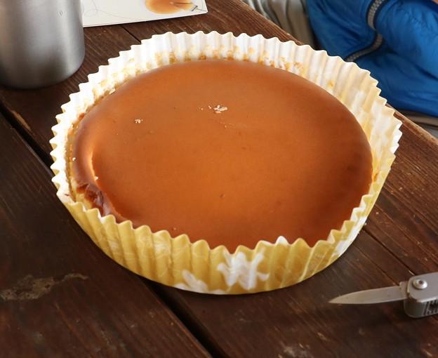 富幕山で今朝(Y)さん夫妻からチーズケーキを頂きました。