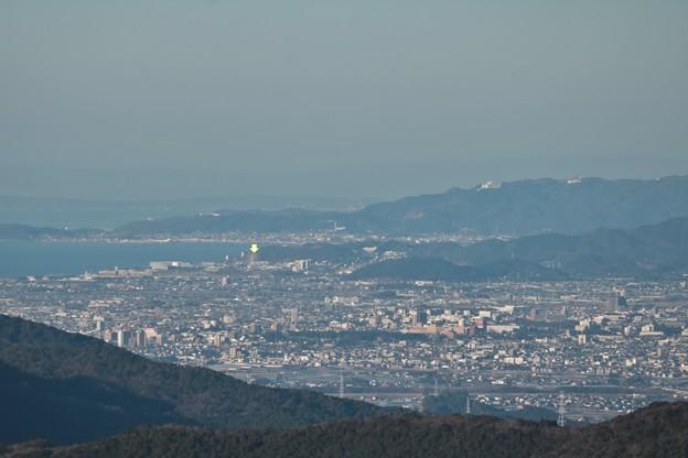 富幕山展望デッキより、黄色い矢印の所がラグーナ蒲郡観覧車