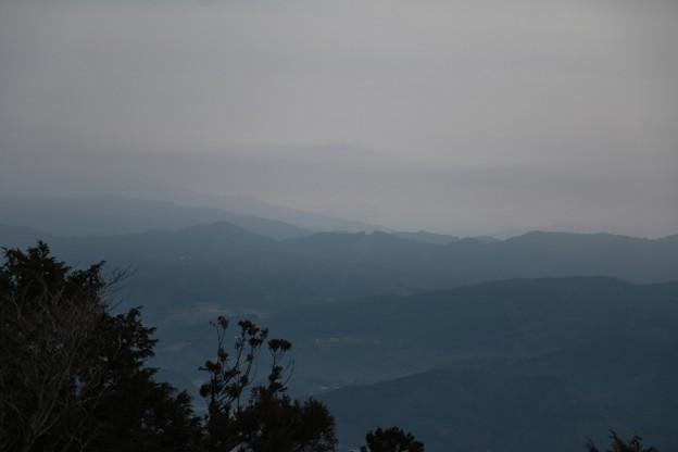 富幕山展望デッキより先週木を切って富士山が見えるようにした所今日は曇りで見えません