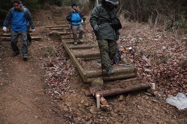 K)さん富幕山奥山コース階段の段差修理