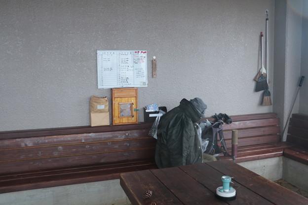 雨の富幕山今日の休憩舎
