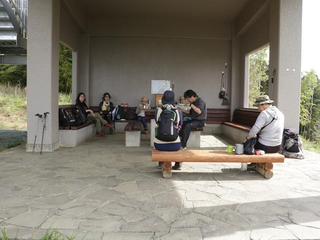 富幕山今朝の休憩舎