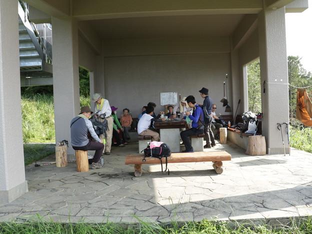 富幕山休憩舎今朝のメンバー