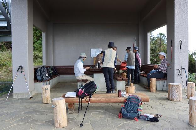 富幕山今朝の山頂休憩舎