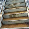 Photos: 富幕山休憩舎デッキに登る階段に水が溜り冬は氷って危険です。