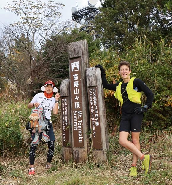 Photos: 尉ヶ峰からトレランの二人富幕山へ写真撮影スマホで頼まれましたがどうもうまくスマホのシャッター切れず☆トミーのカメラで撮りました。