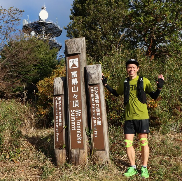 Photos: 尉ヶ峰方面から前日のトレラン二人仲間のうちの一人今日来ました。