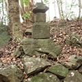 稚児塚、昔、幡教寺の小坊頭さんが鷲にさらわれ死骸がここで 見つかりここに弔う・・