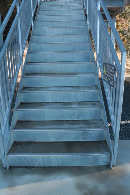 富幕山休憩舎展望デッキ階段凍結により補修工事するようです。