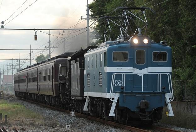 デキ302+C58 363逆向き+12系
