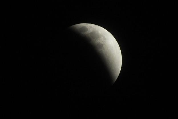 皆既月食の始まり F1437