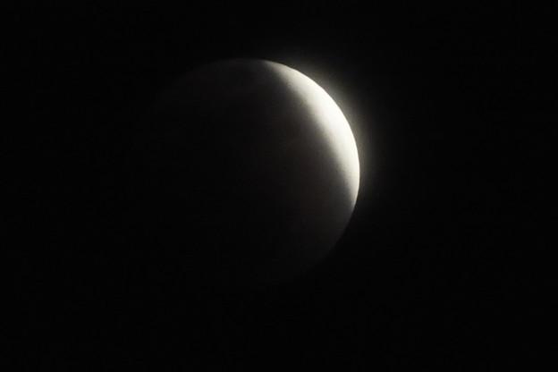 皆既月食の始まり F1448