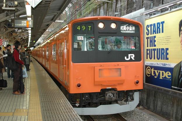 御茶ノ水駅に停車する201系(中央線)
