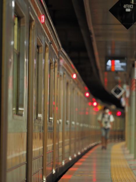 Photos: 京葉地下ホーム4番線