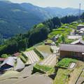 写真: 斜面の集落