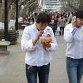 Photos: 携帯で食べ歩き