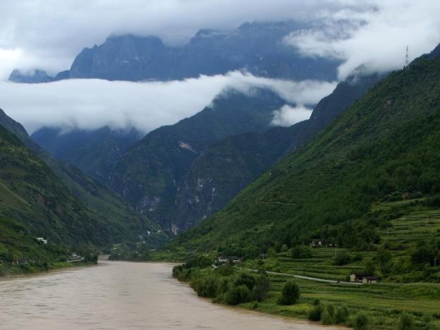 長江と玉龍雪山