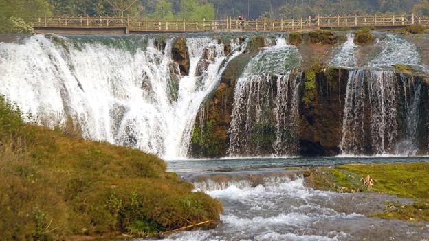 滝の前の橋
