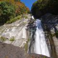 Photos: 滝が迫まる