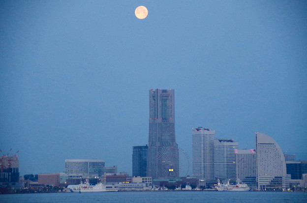 Photos: ヨコハマの夜明け
