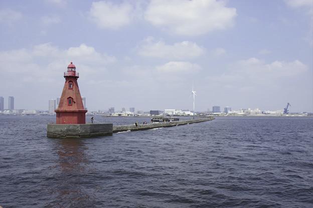 横浜北水堤灯台(赤灯台)