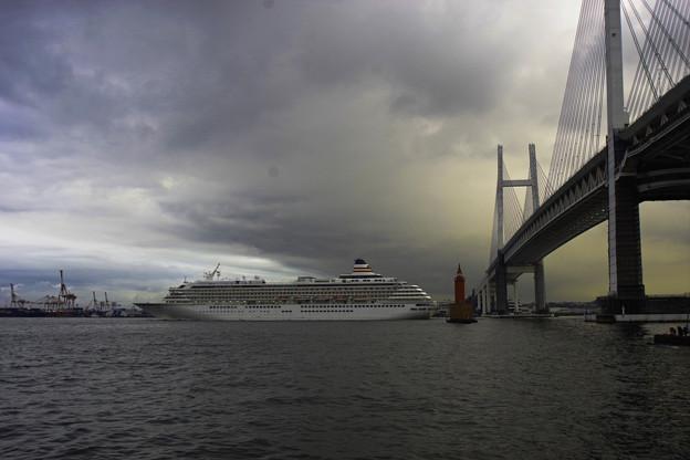 Photos: 夕暮れの出港