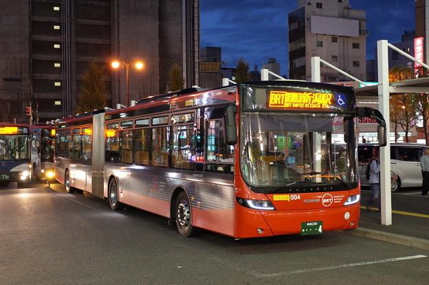 赤い連節バス