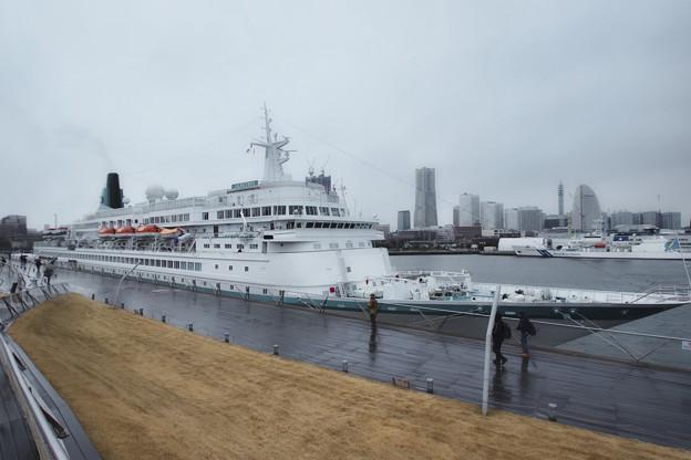 雨の大桟橋