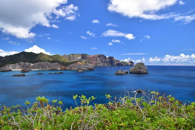 南島より父島を望む