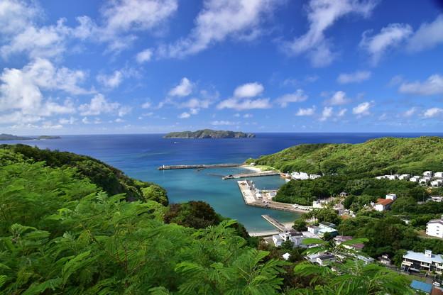 母島小剣崎山から望む
