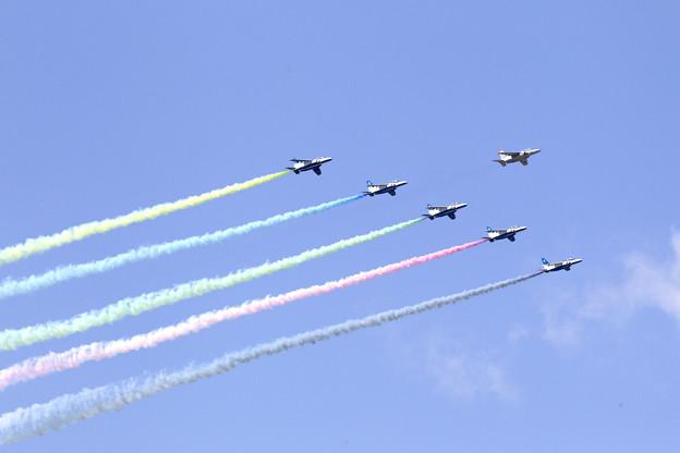 ブルーインパルス 聖火到着式展示飛行