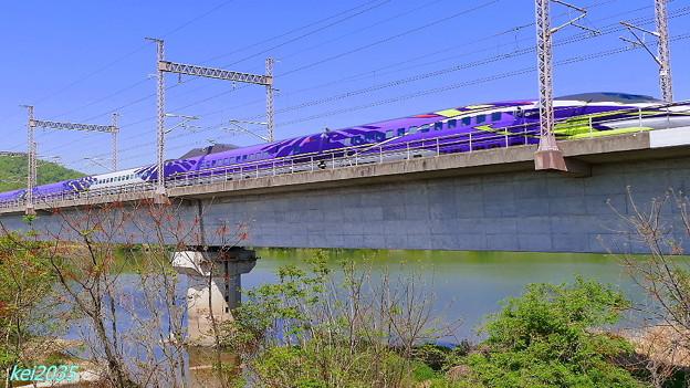 写真: 新世紀エヴァンゲリオン新幹線