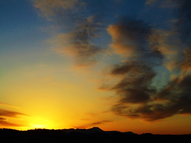 Photos: 夕陽に富士山をのぞむ@登戸
