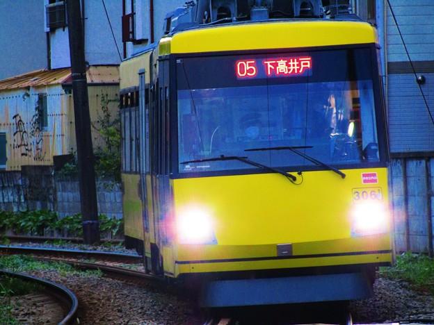 No.824 201016_黄色い世田谷線は走る