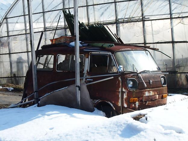 雪の中の三菱ミニキャブEL(初代)