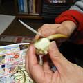 写真: 今年も妻のおせち作りが始まる 慈姑