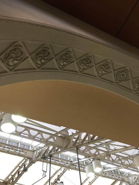 上野駅で見あげると (2)