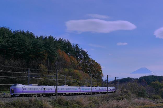E351系 スーパーあずさ と富士山