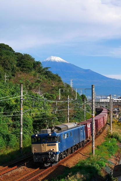 EF64-1043と秋の富士