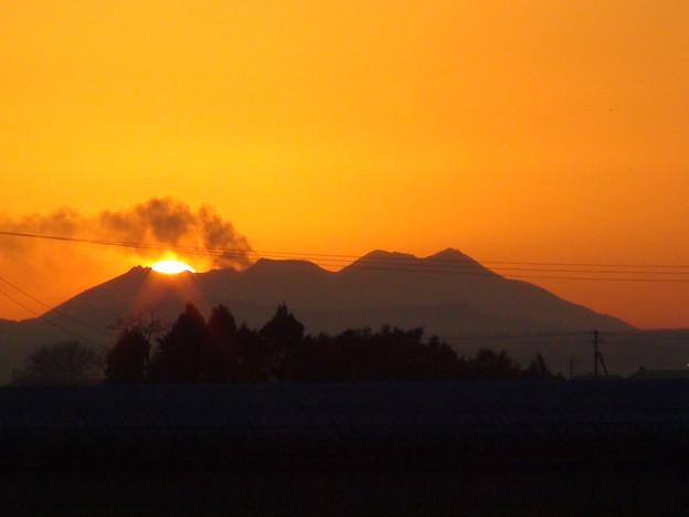写真: 桜島に沈む夕日